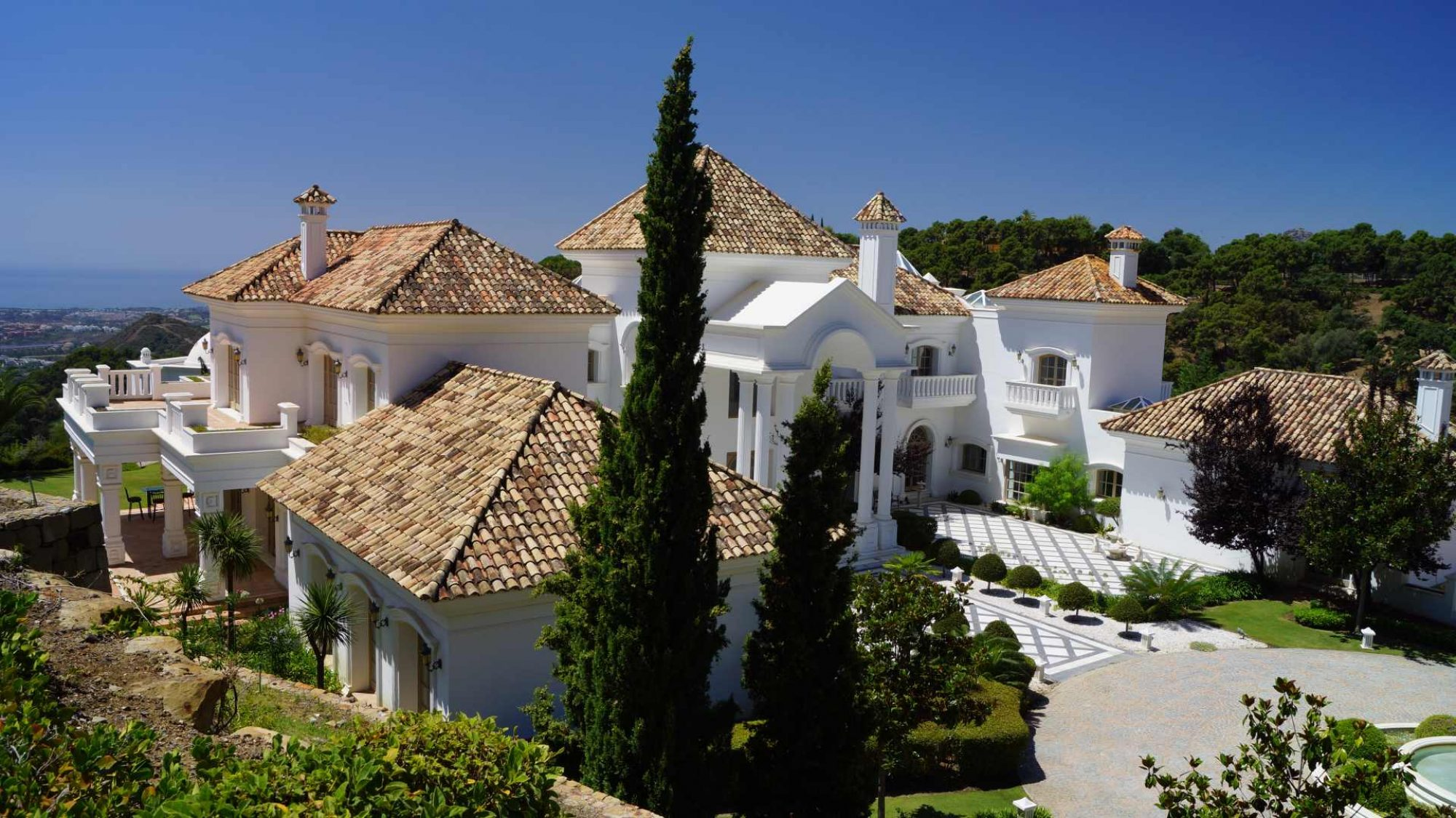 villa for sale in la zagaleta rear