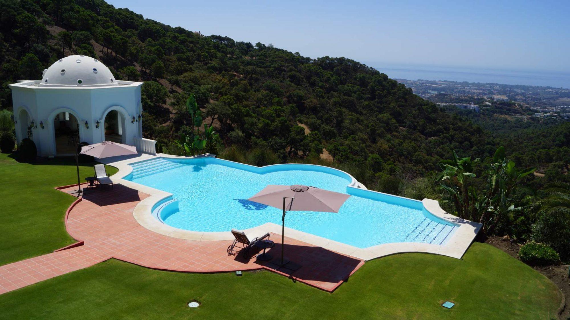 villa in la zagaleta with large plot