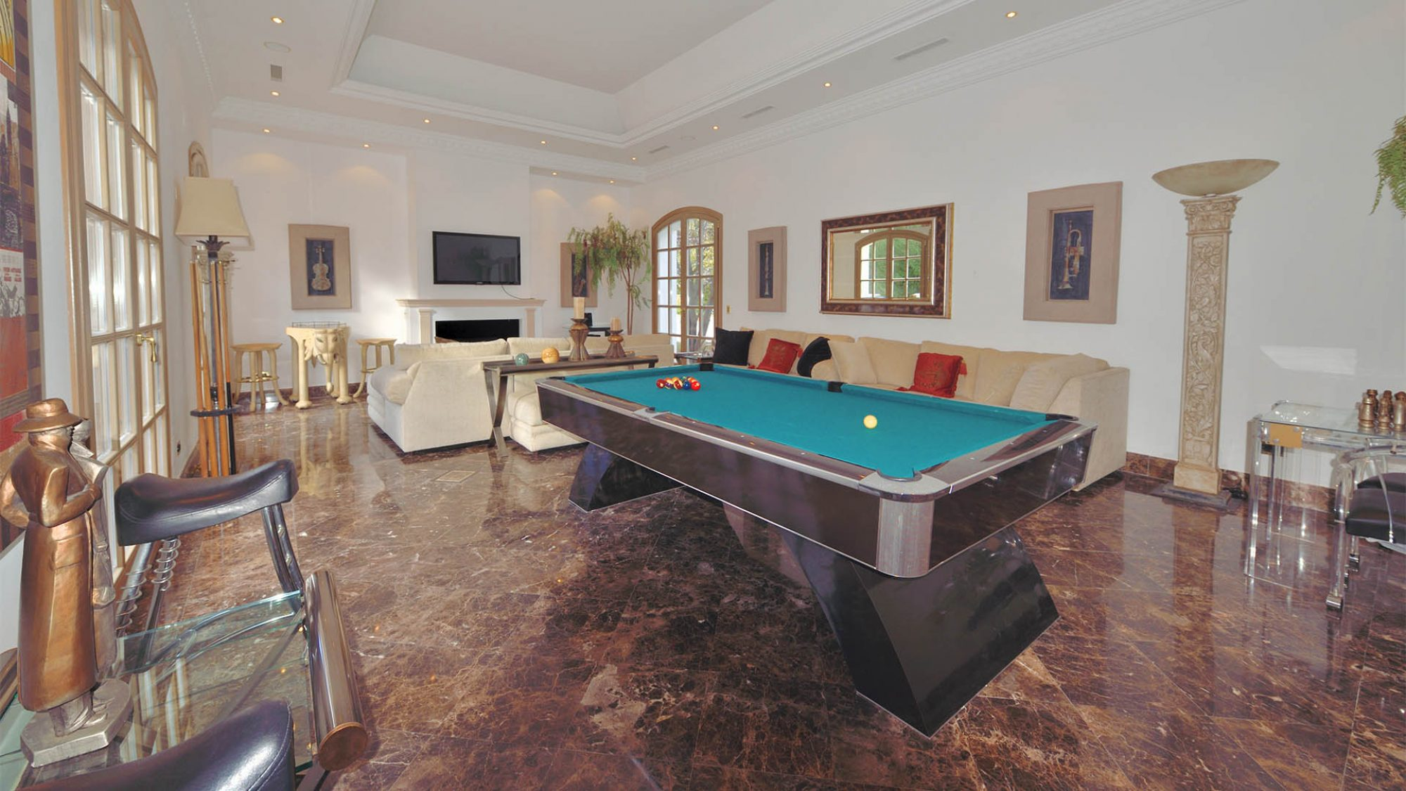 zagaleta villa billiards room